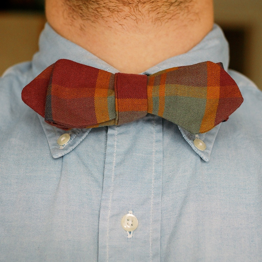 A fall coloured pointed tie with a blue Oxford